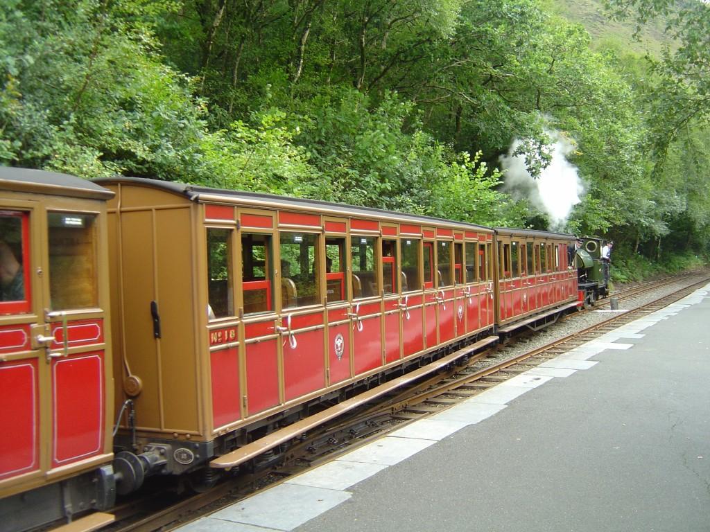 Talyllyn_Railway_Coach_18_-_2008-08-16