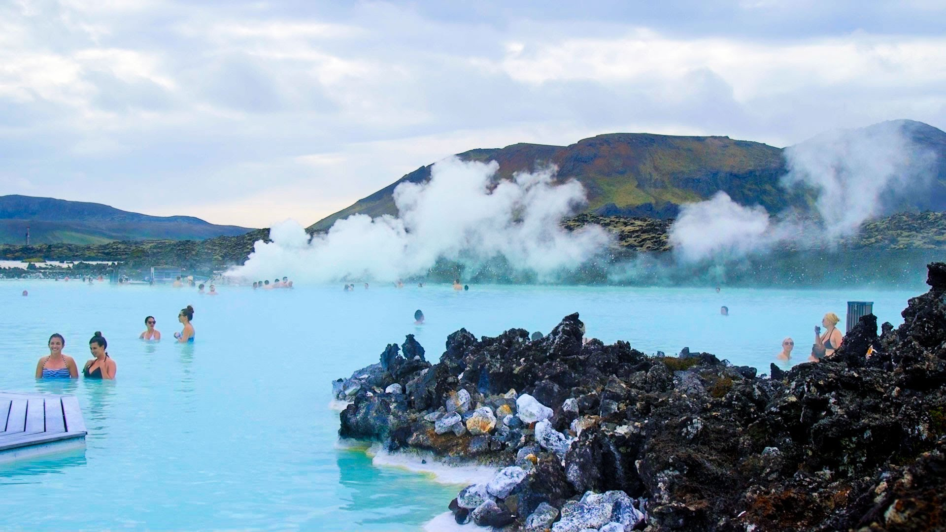 Some of the must see natural destinations in iceland for Where is the blue lagoon located in iceland